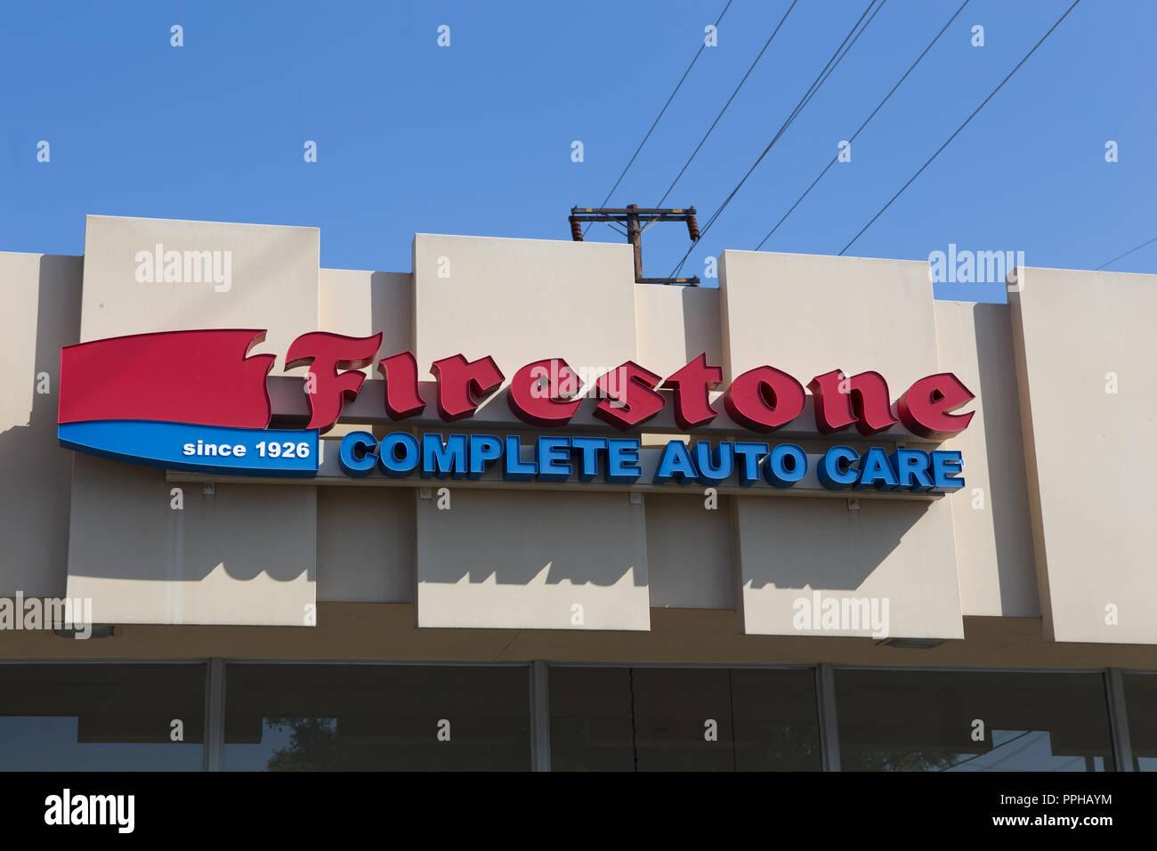 Firestone Complete Auto Care Center An Der Aussenseite Des Gebaudes