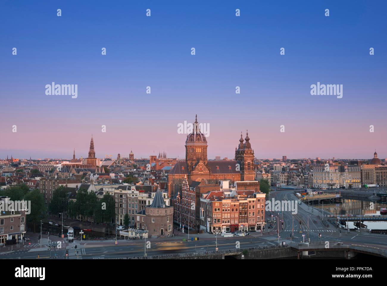 Licht Tour Amsterdam : Skyline amsterdam niederlande in schönen morgen licht mit saint
