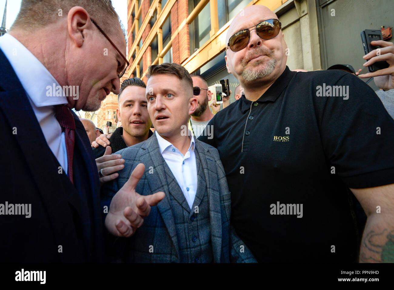 Stephen Yaxley Lennon, Tommy Robinson, erschien in der Zentralen Strafgerichtshof, Old Bailey, warf der Missachtung des Gerichts. Die Studie hat den Fokus seiner Anhänger und antifaschistischen und antirassistischen Gruppen, die bewiesen außerhalb werden Stockbild