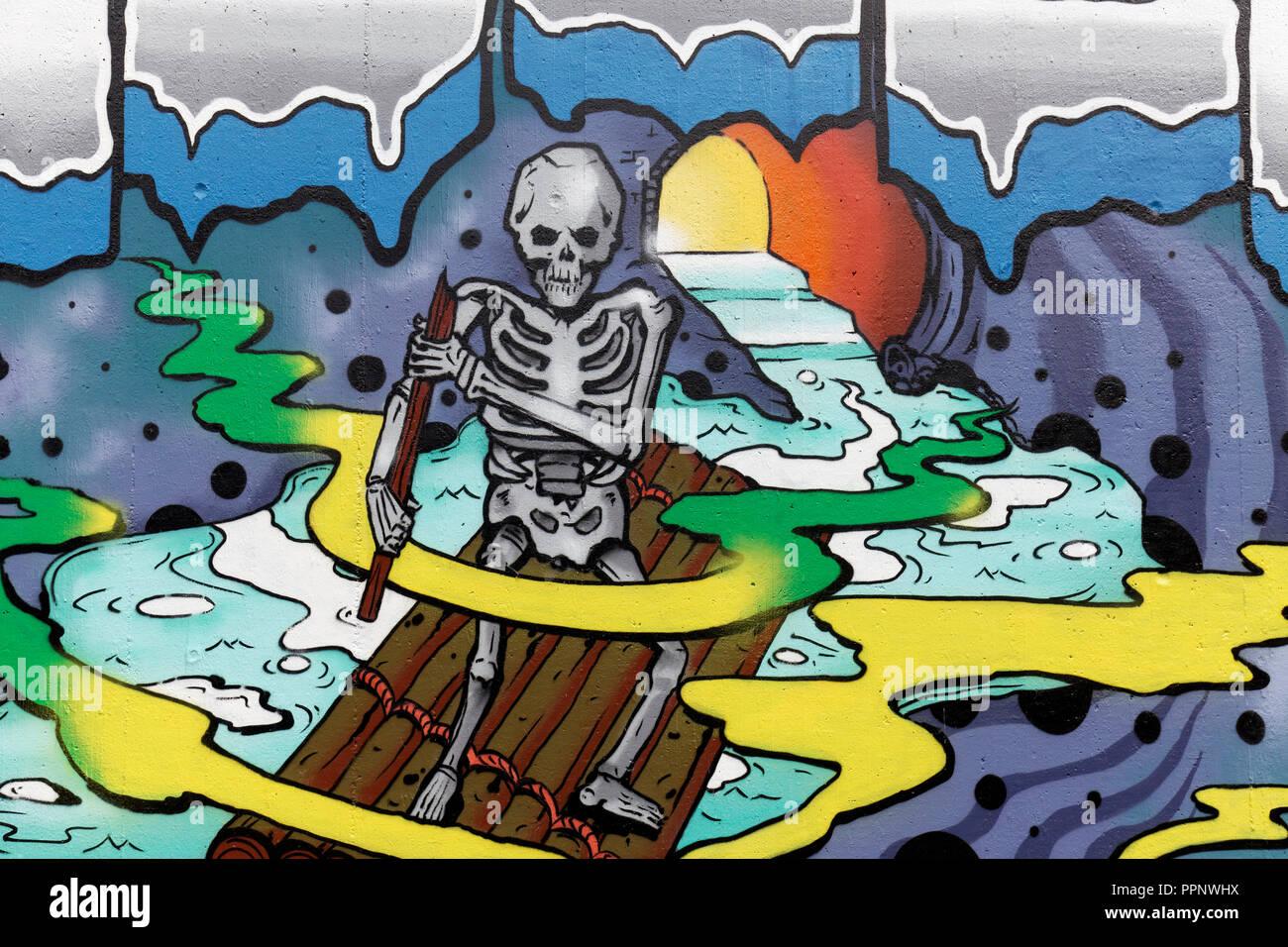 Menschliches Skelett Zeilen auf einem Floß, apokalyptische, Street Art, Düsseldorf-Eller, Nordrhein-Westfalen, Deutschland Stockbild