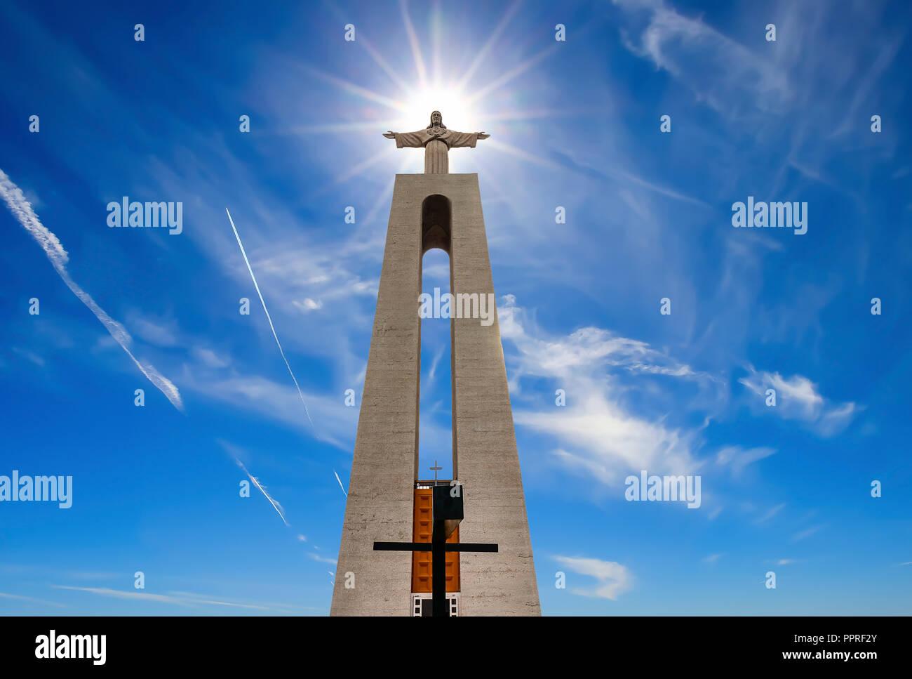 Heiligtum von Christus, dem König, mit dem Foto mit der Sonne vorsätzlich in den Kopf der Statue positioniert werden Stockbild