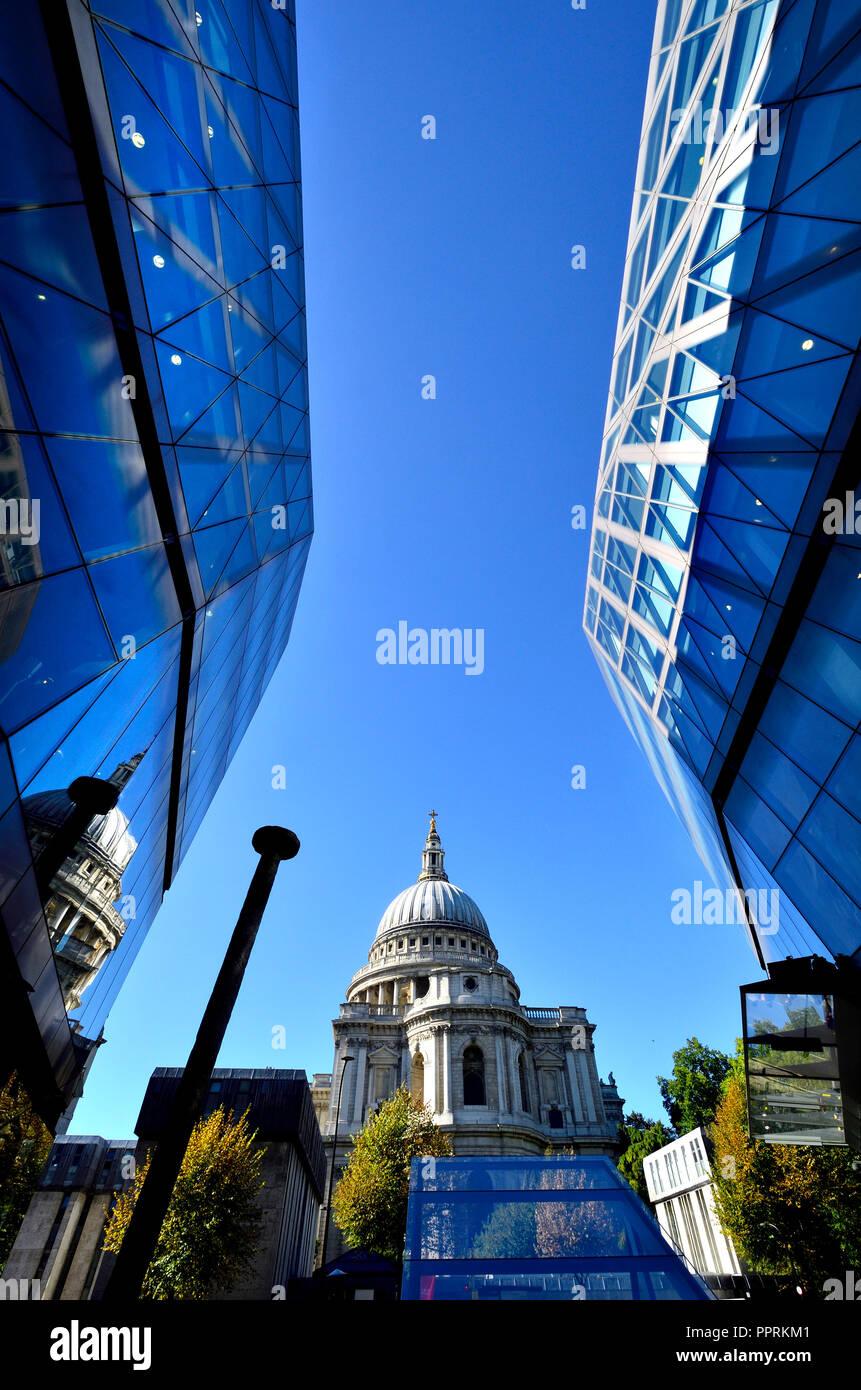 Die St Paul's Kathedrale von einem Neuen Change, London, England, UK gesehen. Stockbild