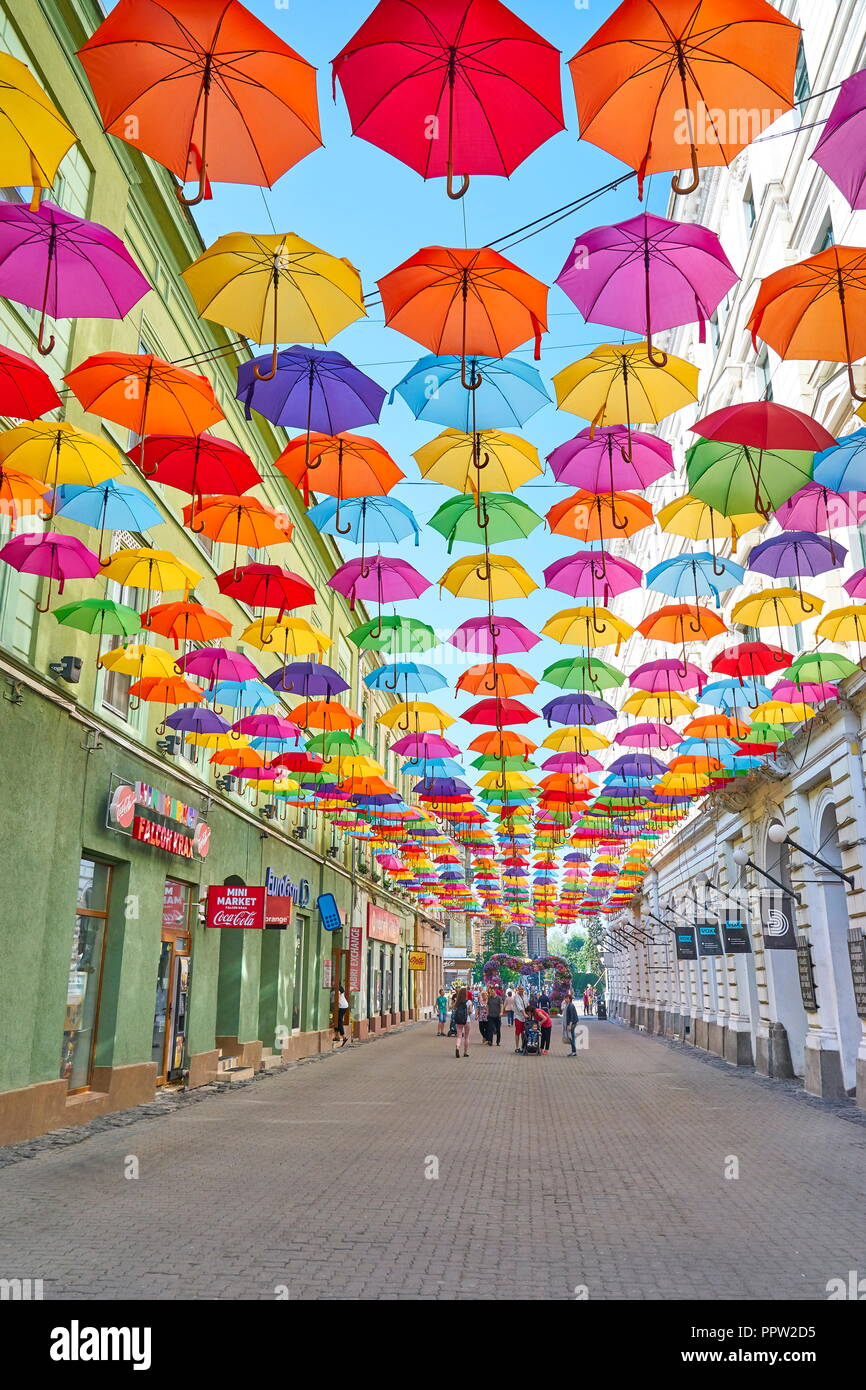 Bunte sonnenschirme Dekoration in Timisoara, Rumänien Stockbild
