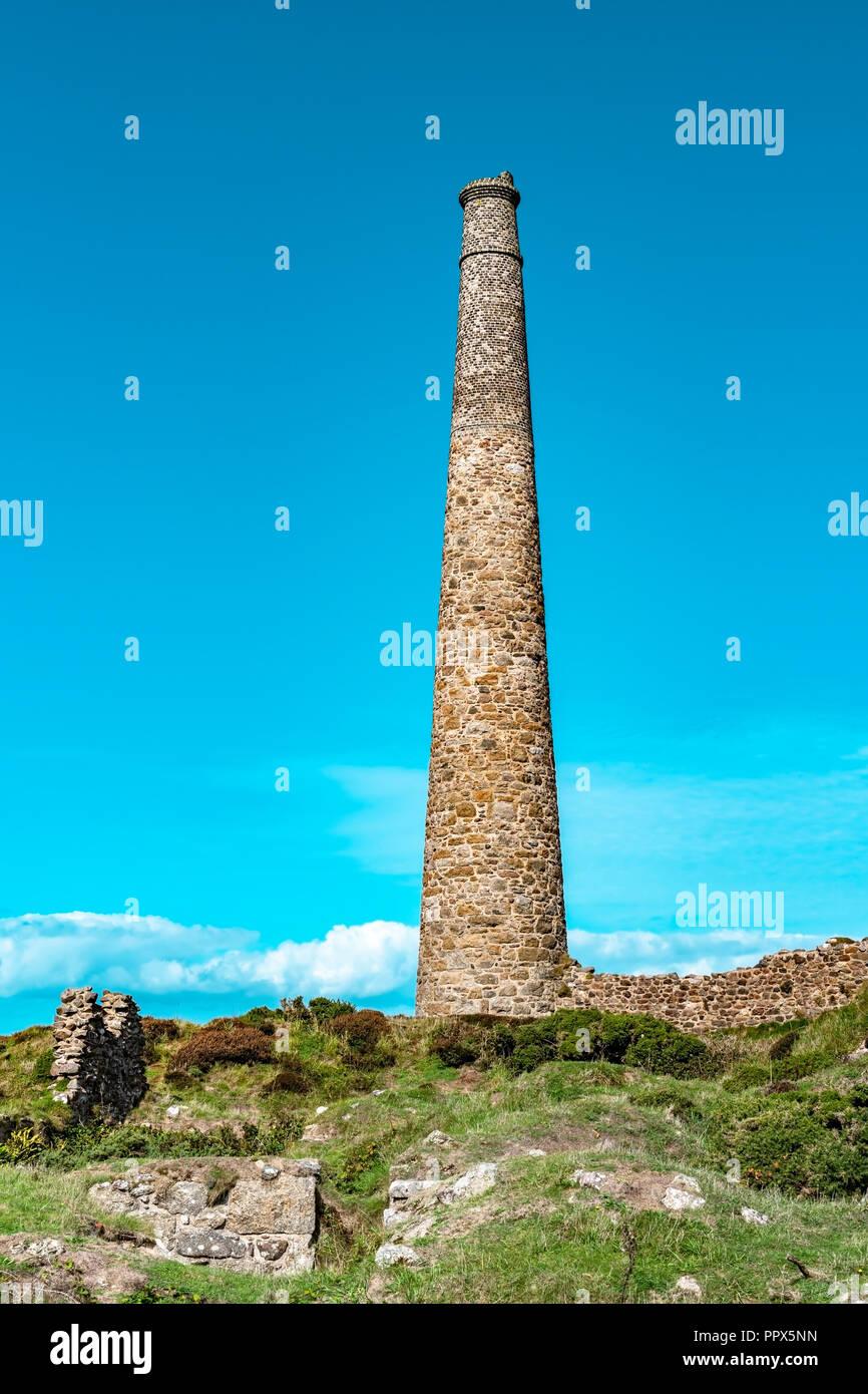 Botallack Zinnminen in Cornwall, UK England. . Alte Zinnmine Ruinen einer Branche aus der Vergangenheit auf die Cornish Coastal Path an der Alten Quaddel, auch Poldark film Stockfoto