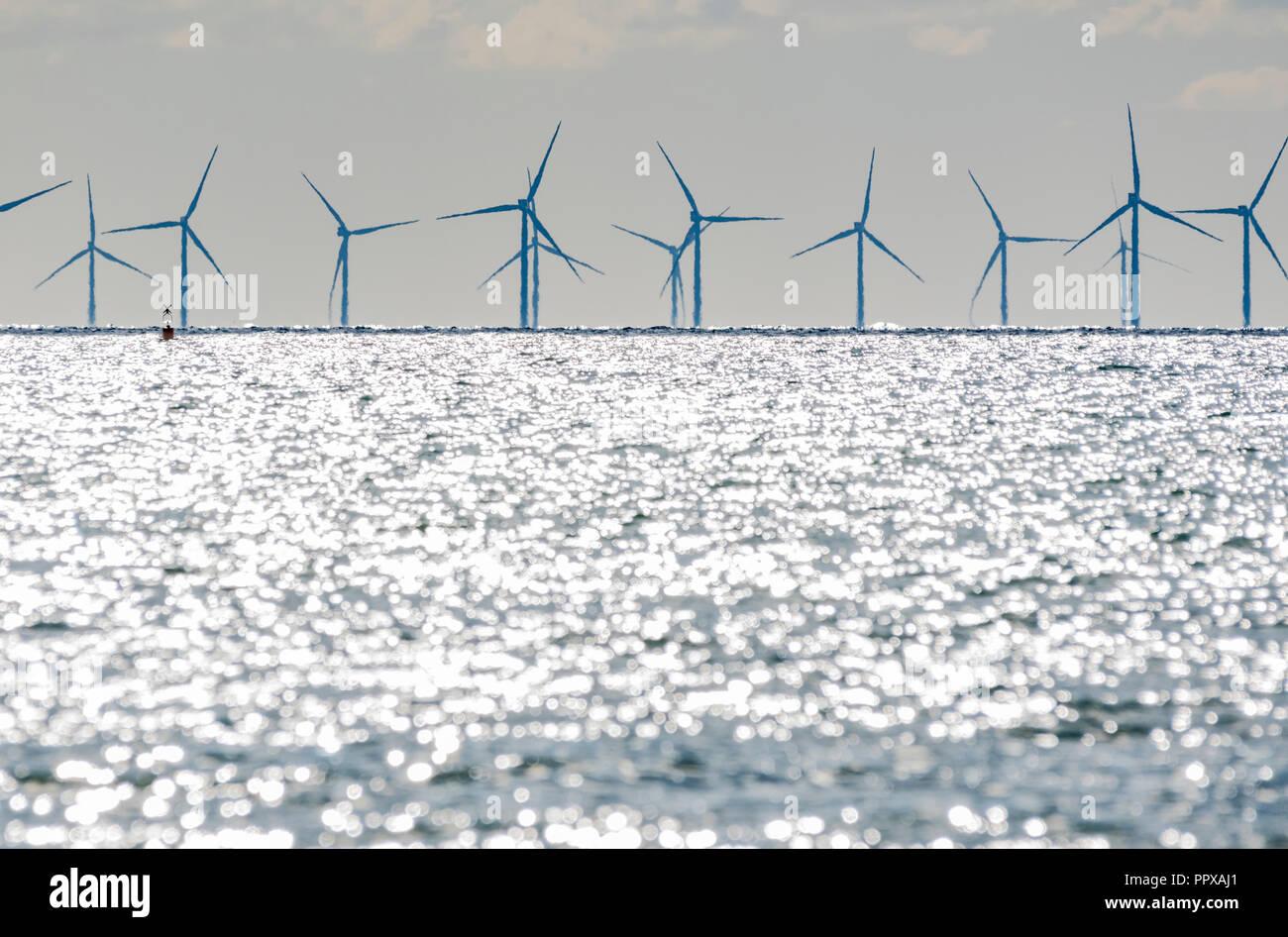 Rapunzeln Windpark Turbinen im Meer vor der Südküste von England, UK. Erneuerbare grüne Energie. Stockbild