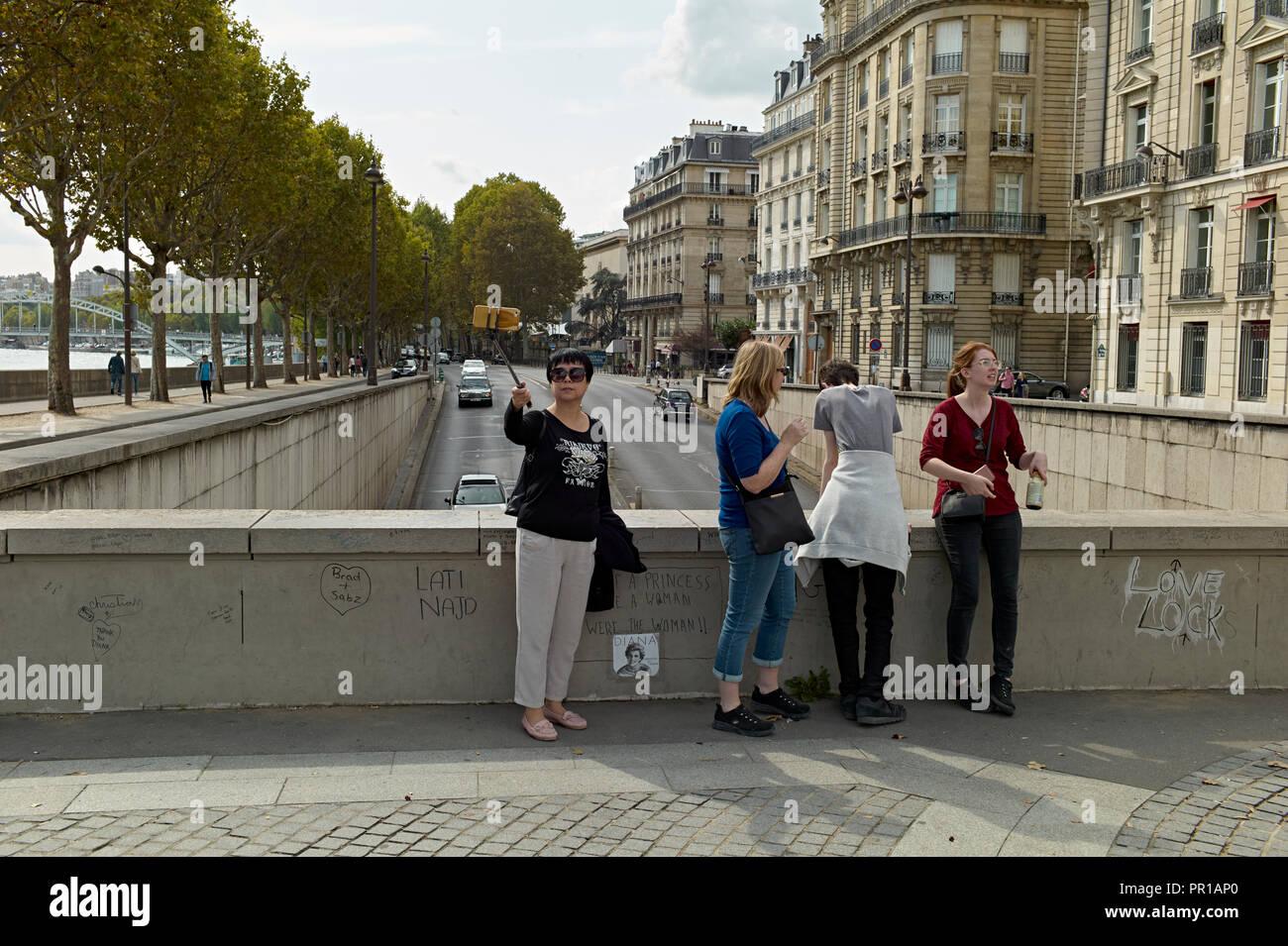 Pont de l'Alma in Paris, Frankreich. Waren Diana, Prinzessin von Wales war in einem tödlichen Autounfall beteiligt. Stockbild