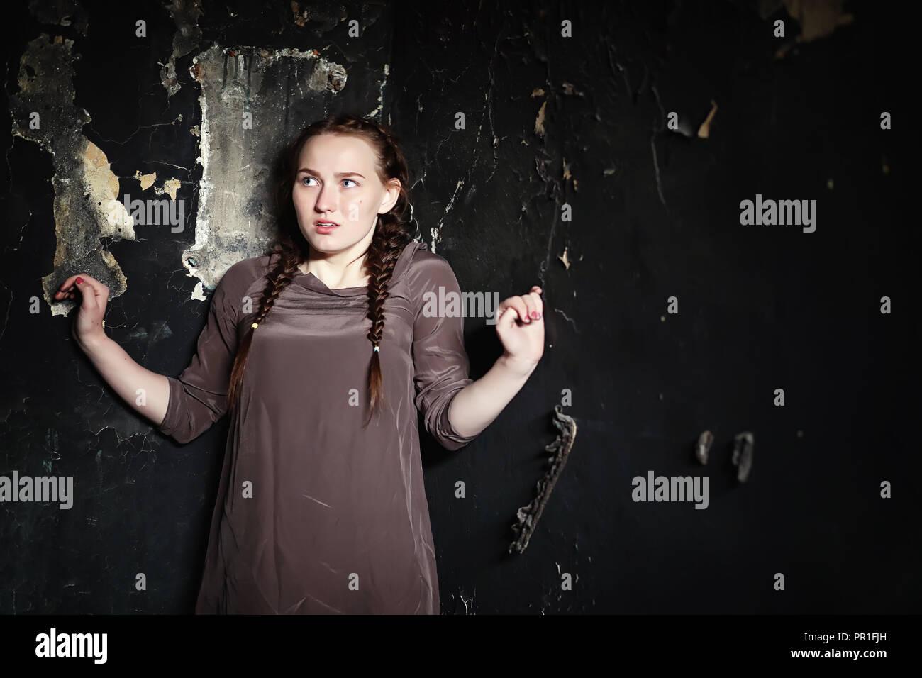 Porträt eines erschrockenen jungen hübschen Mädchen Stockfoto
