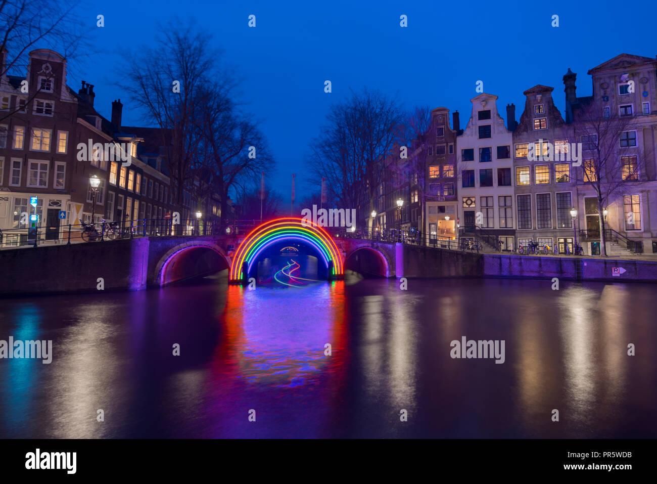 Licht Tour Amsterdam : Amsterdam canal herengracht während der amsterdam licht festival