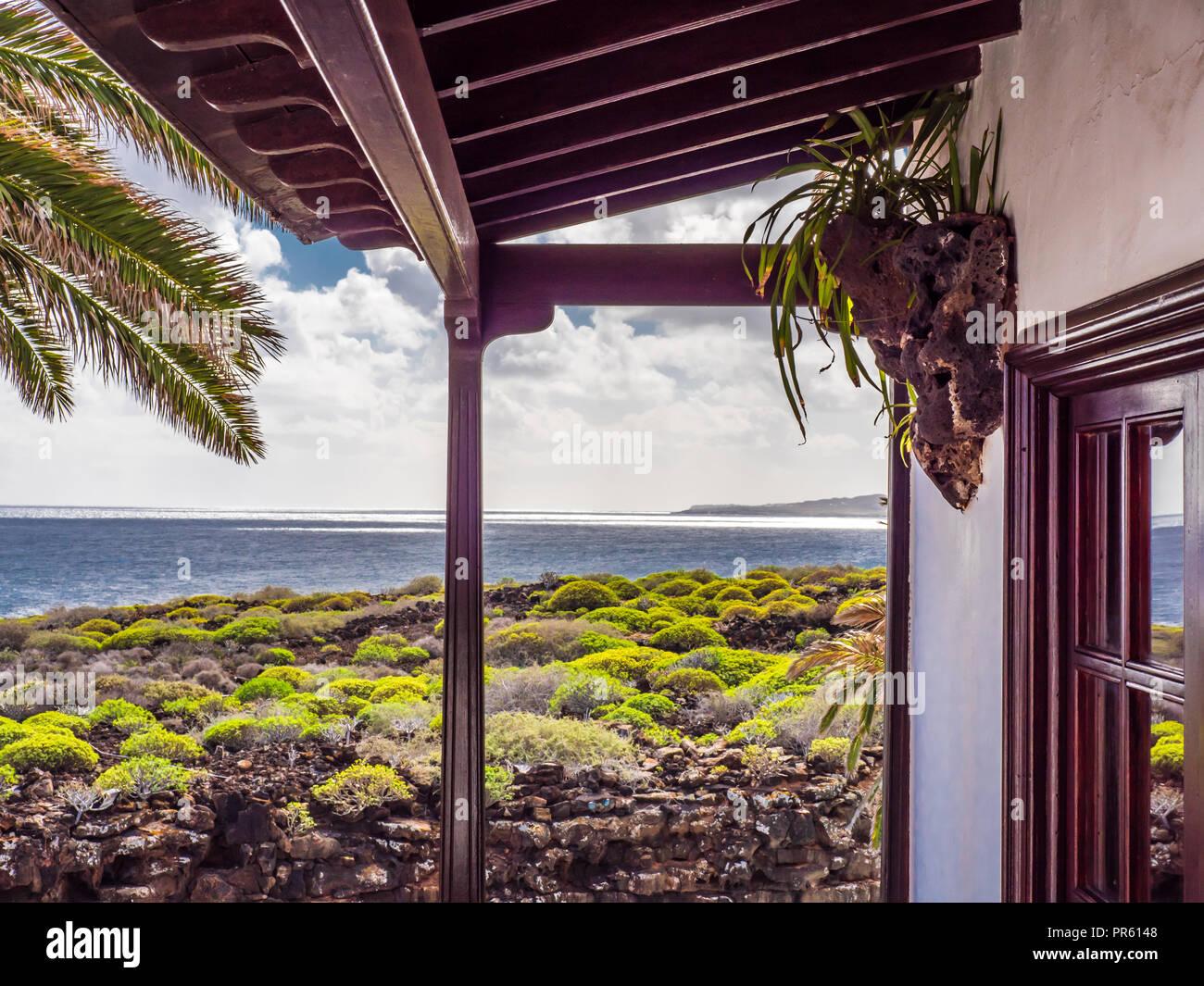 Schone Aussicht Auf Den Atlantischen Ozean Von Einem Balkon Auf Der
