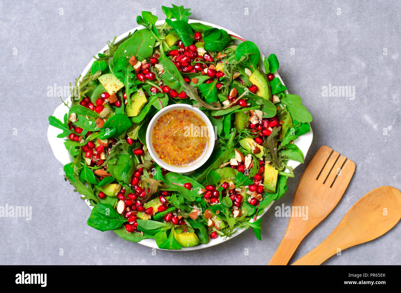 Salat Weihnachten.Weihnachten Kranz Salat Mit Granatapfel Avocado Salat Mischen Und
