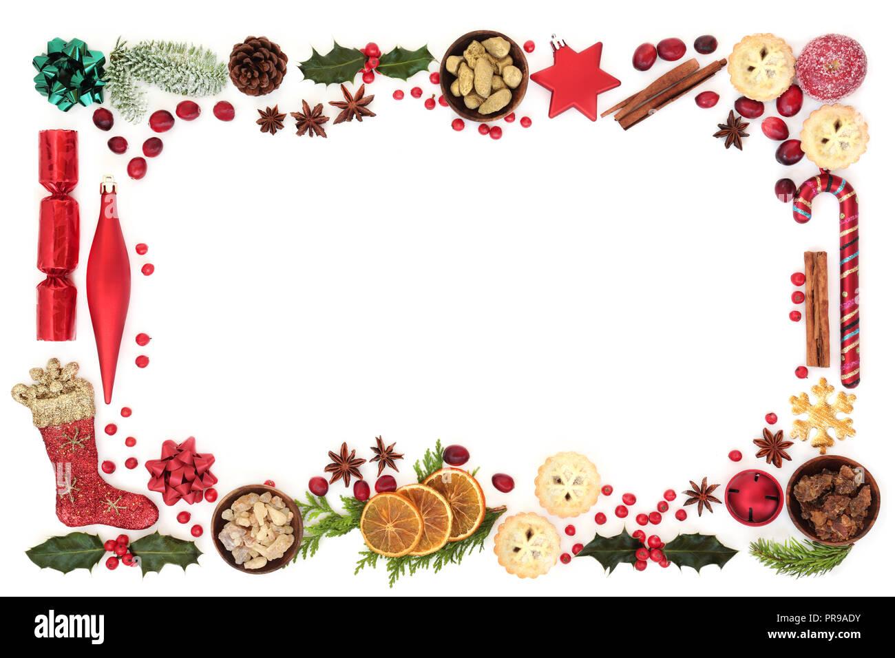 Weihnachten festliche Hintergrund Grenze mit Dekorationen, Essen, winter Flora, saisonale Symbole und Gold, Weihrauch und Myrrhe. Stockbild