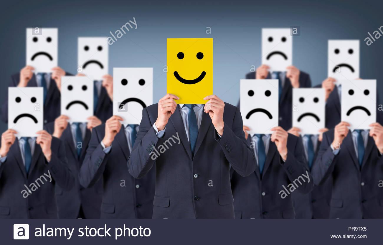 Smile Face Zeichnung auf Karton Stockbild