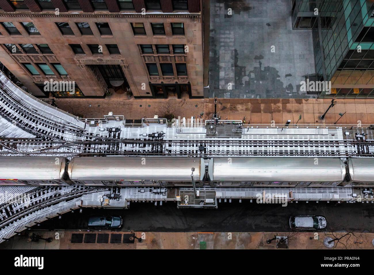 Chicago CTA Zug in Bewegung entlang der Hochbahn Stockbild