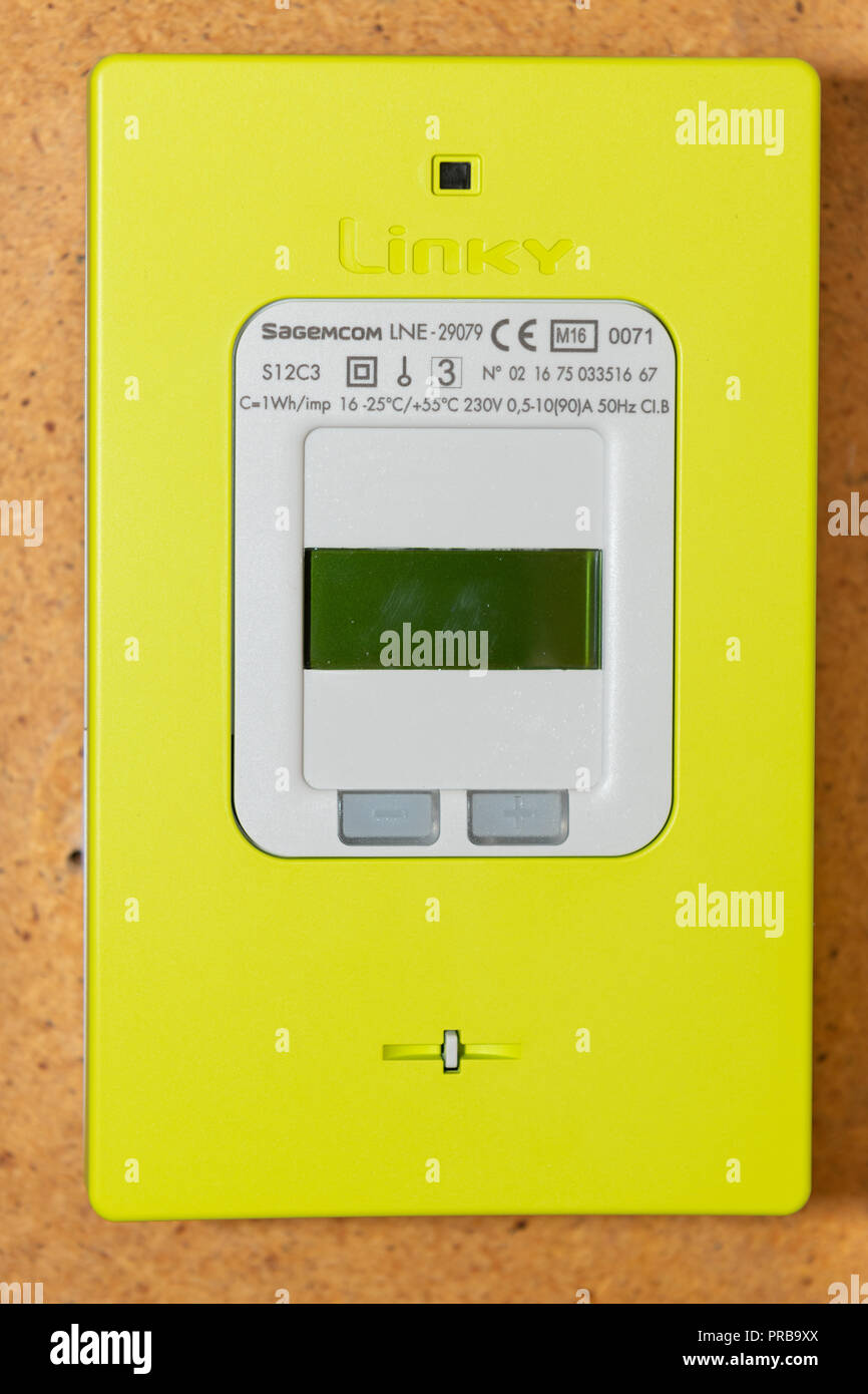 Paris, Frankreich, 30. September 2018: Neue intelligente Stromzähler Linky aus dem EFRE (Strom Netzwerk Vertrieb Frankreich) Stockbild