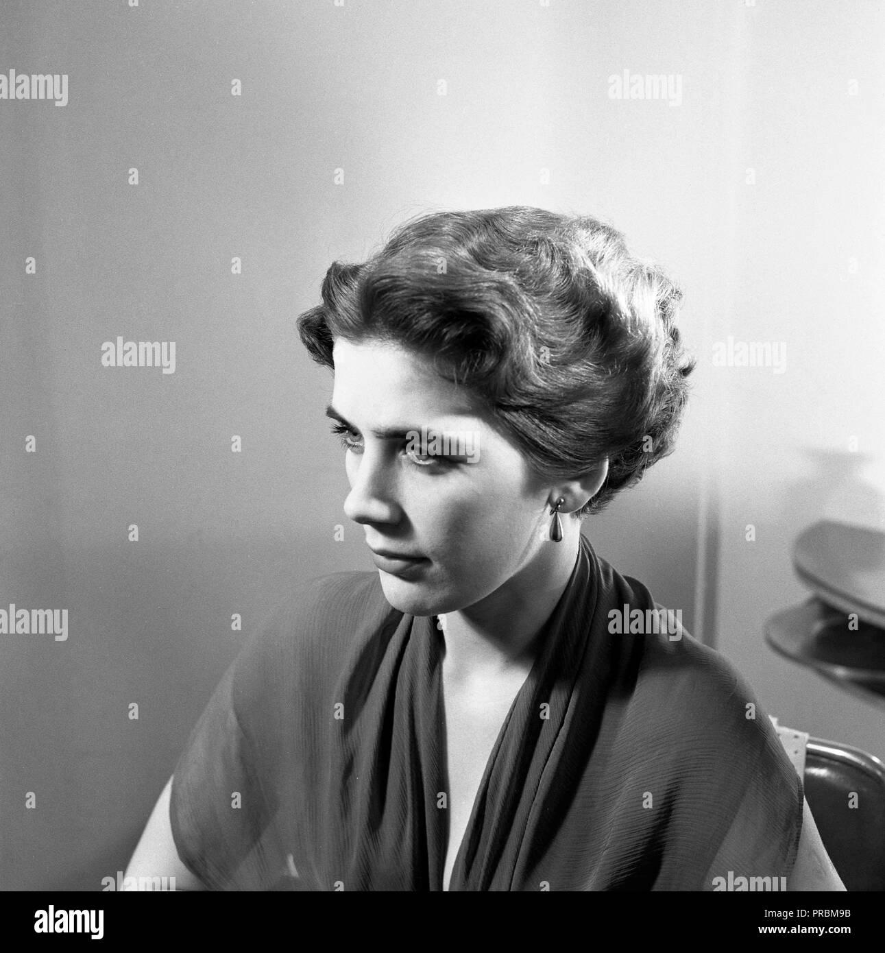 Ein 50er Jahre Frisur Eine Frau An Der Friseur 1952 Schweden 1952