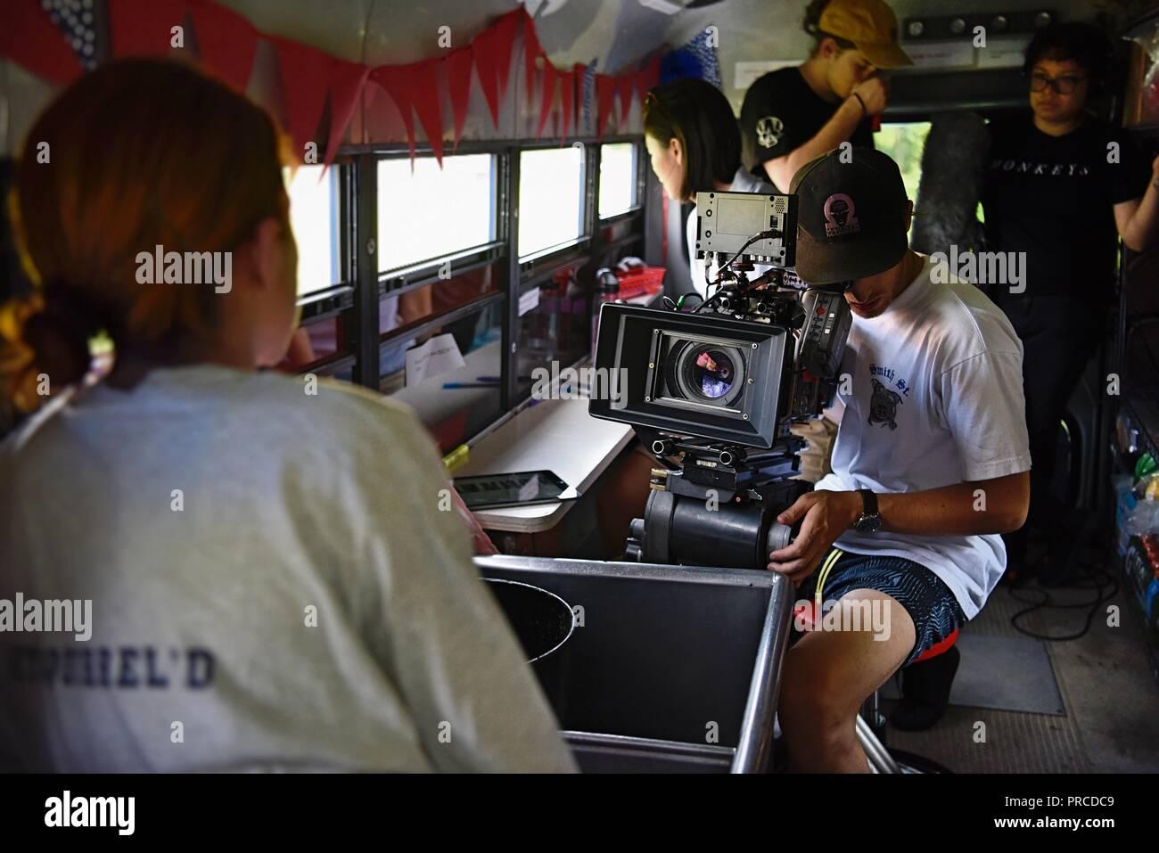 New York, NY; August 2018 - ein Film Crew Massen in einem Bus eine Szene zu schießen Stockfoto