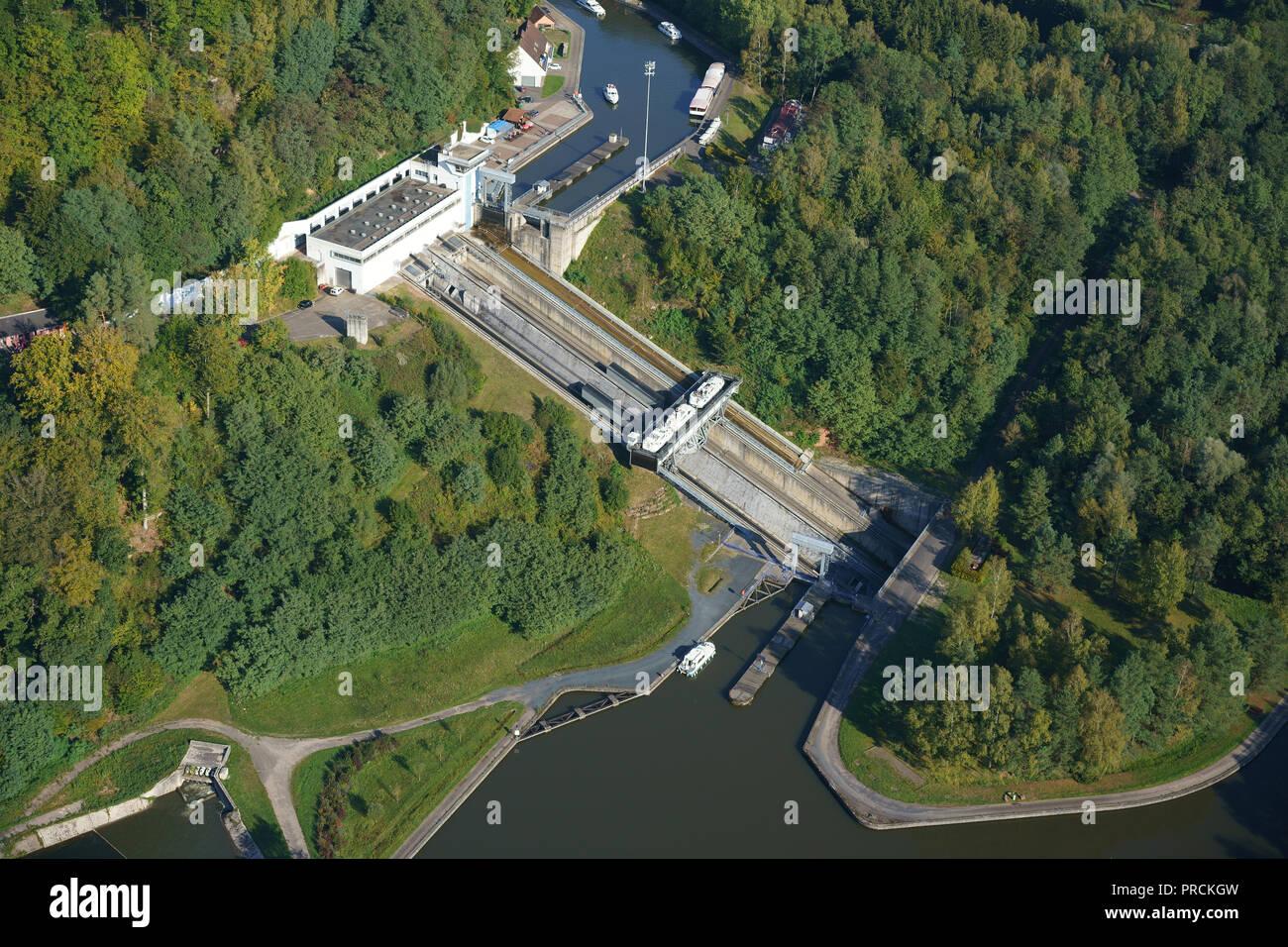 SAINT-LOUIS-ARZVILLER schiefe Ebene (Luftbild). 44 Meter hoher Fahrstuhl für Schiffe auf der Marne zum Rhein Kanal. In Meurthe-et-Moselle, Lorraine, Grand Est, Frankreich. Stockfoto