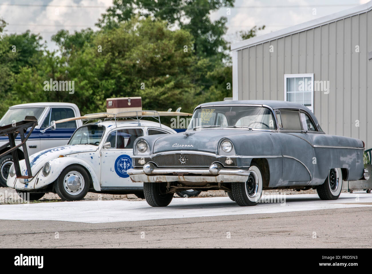 Packard Clipper Und Vw Kafer Im Country Classic Cars Gmbh Autohaus