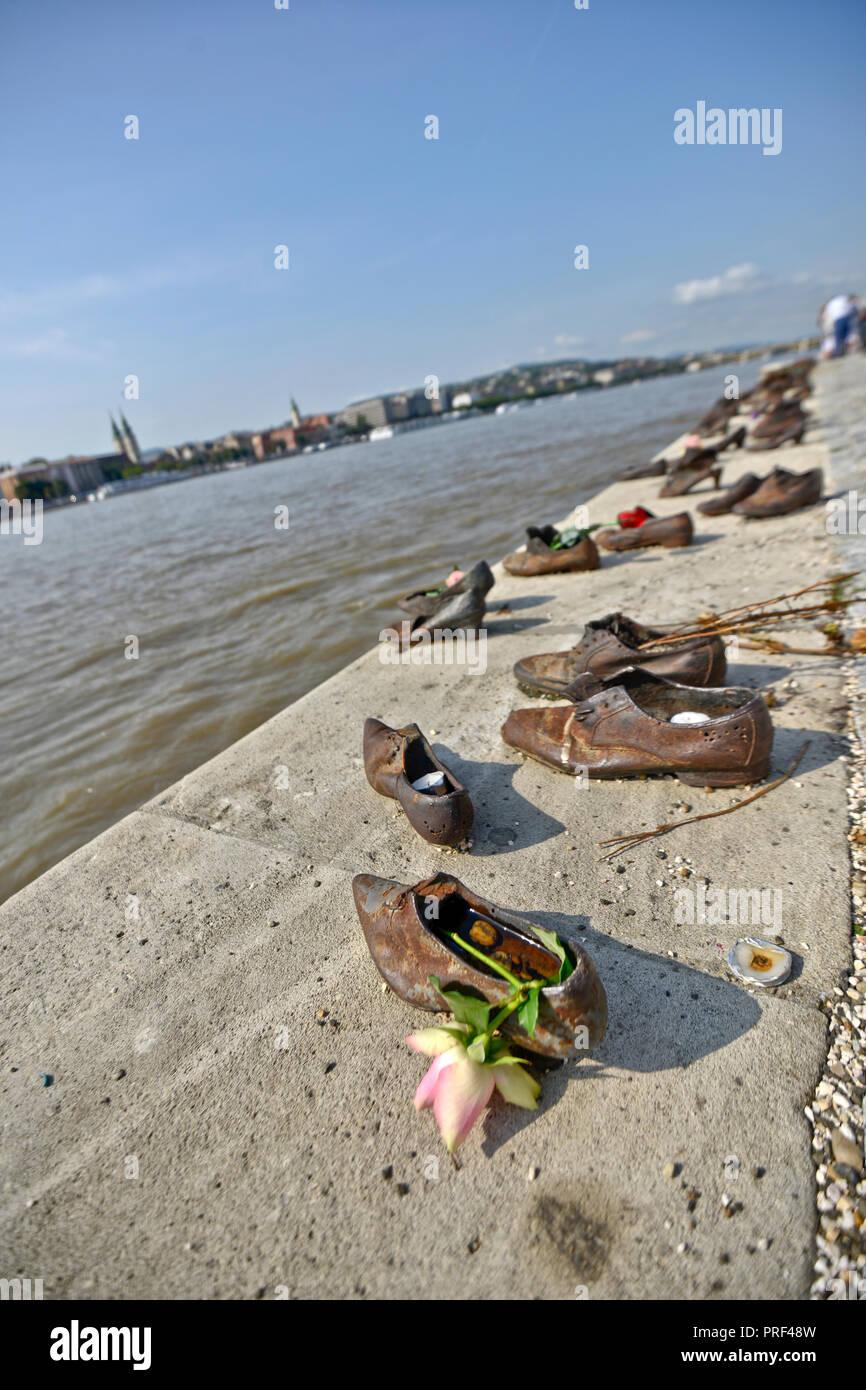 Schuhe Am Donauufer Budapest Ungarn Stockfoto Bild 220994169 Alamy
