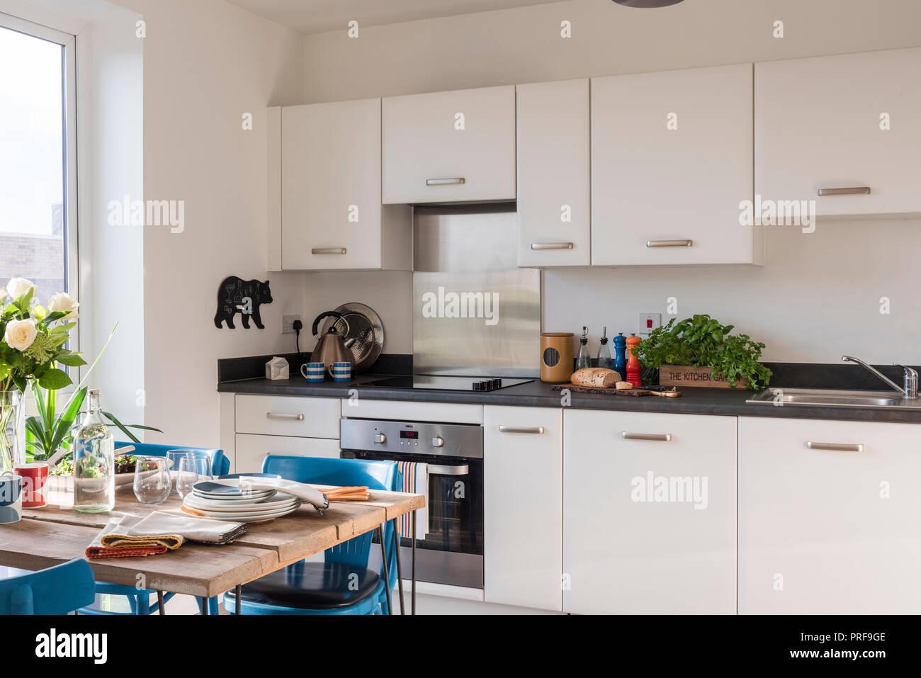 Retro Stil Küche mit Gerüst Brett Stockfoto, Bild: 220998302 - Alamy