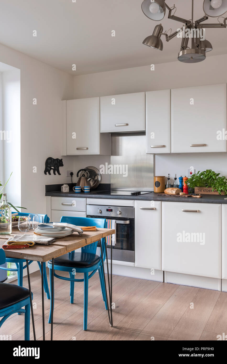 Retro Stil Küche mit Gerüst Brett Stockfoto, Bild: 220998316 ...