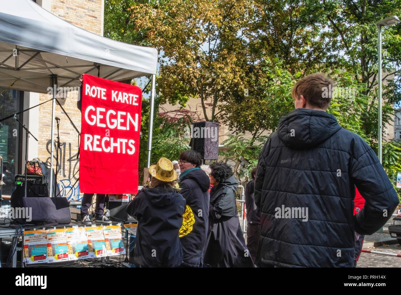 Rote Karte Berlin Mitte.Berlin Mitte Deutschland 3 Oktober 2018 Protest Gegen Eine