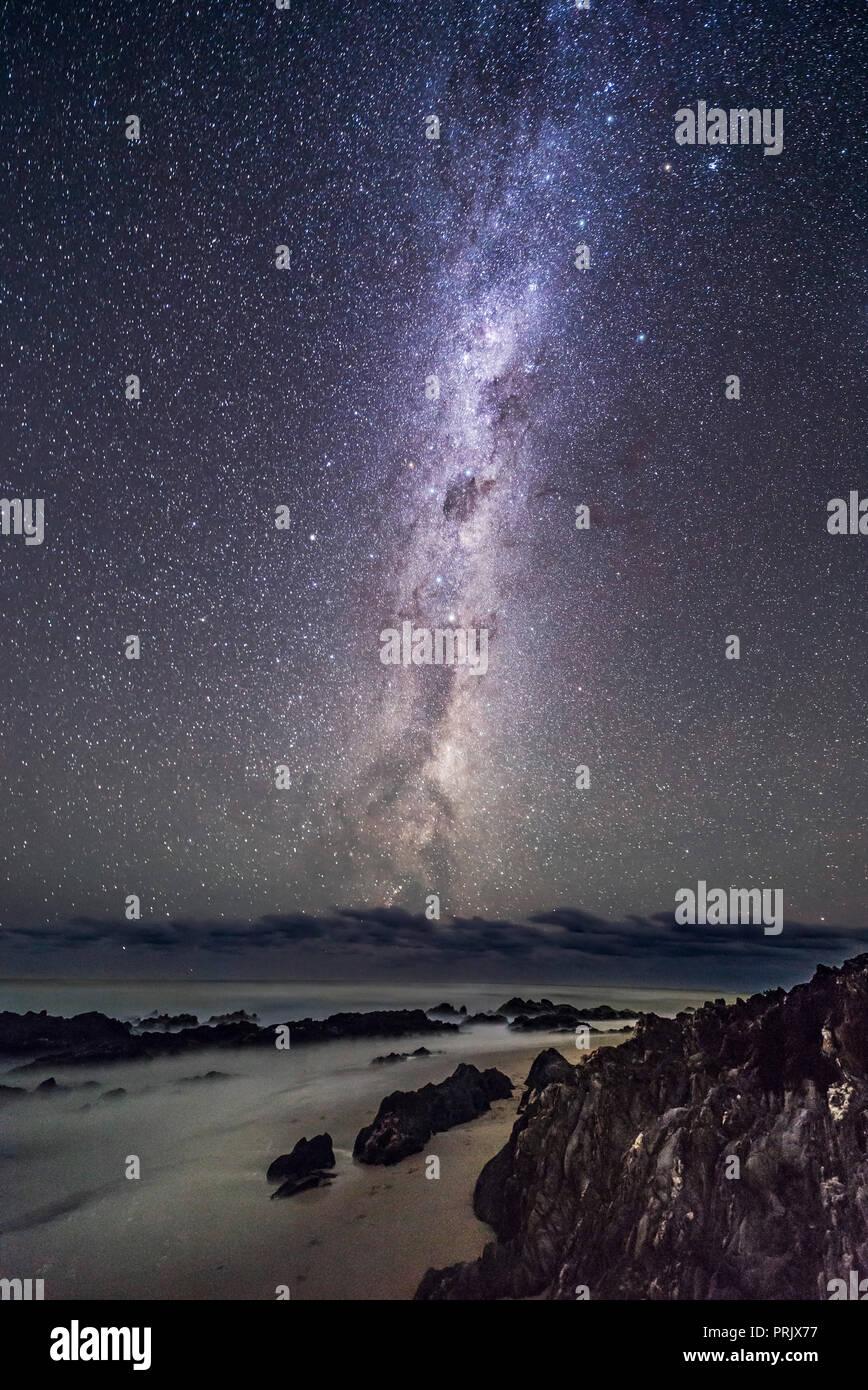 Die dunklen Wwu der Eingeborenen sky Lore aus der Tasmanischen See, aus dem Süden Kosten von Victoria, Australien. Von Cape Conran auf der Gippsland Coast. Stockbild