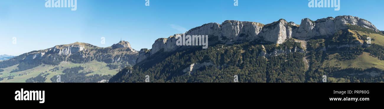 Panoramablick auf die Bergkette von Hoher Kasten im Kanton Appenzell, Schweiz Stockbild