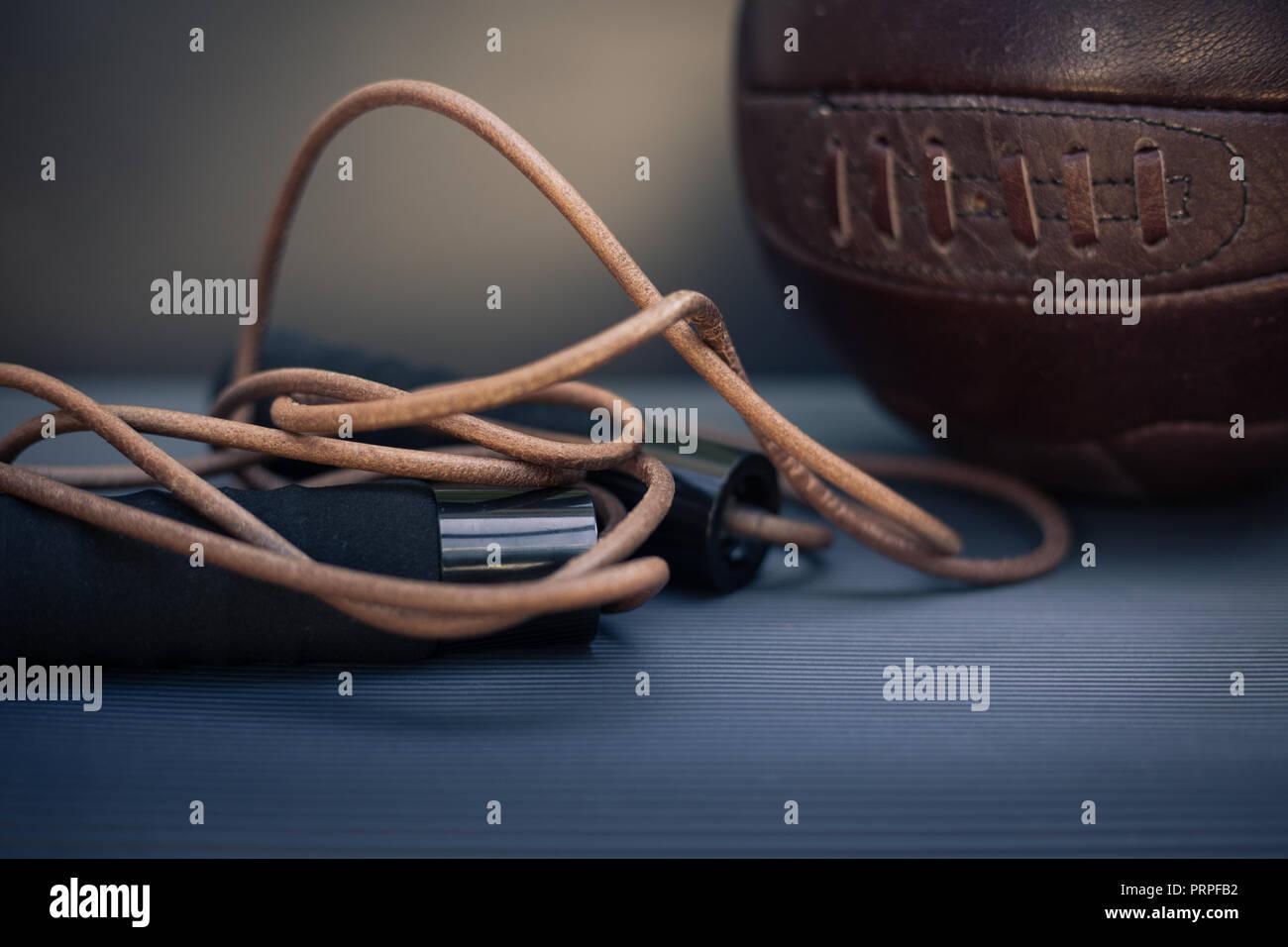 Closeup Foto aus einem springseil und ein Fußball Stockbild