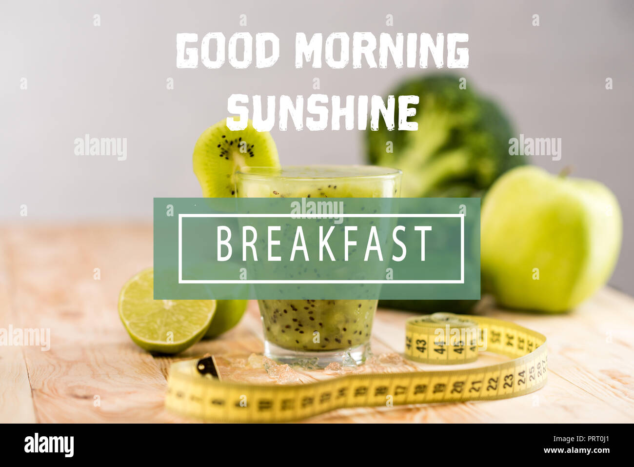 Frisches Obst Smoothie In Glas Mit Stück Kiwi Limetten Und