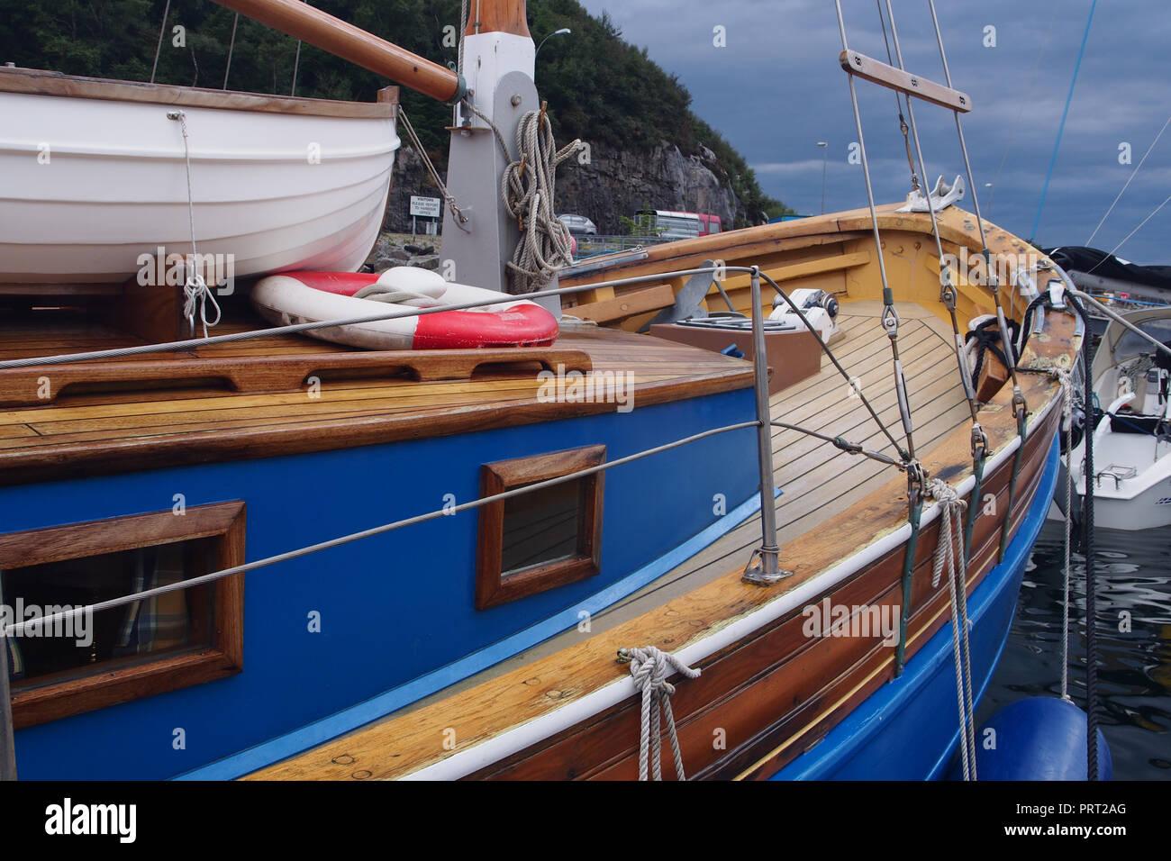 Fabulous Ein neu renoviertes Holz Boot sehr schön restauriert und lackiert BU27