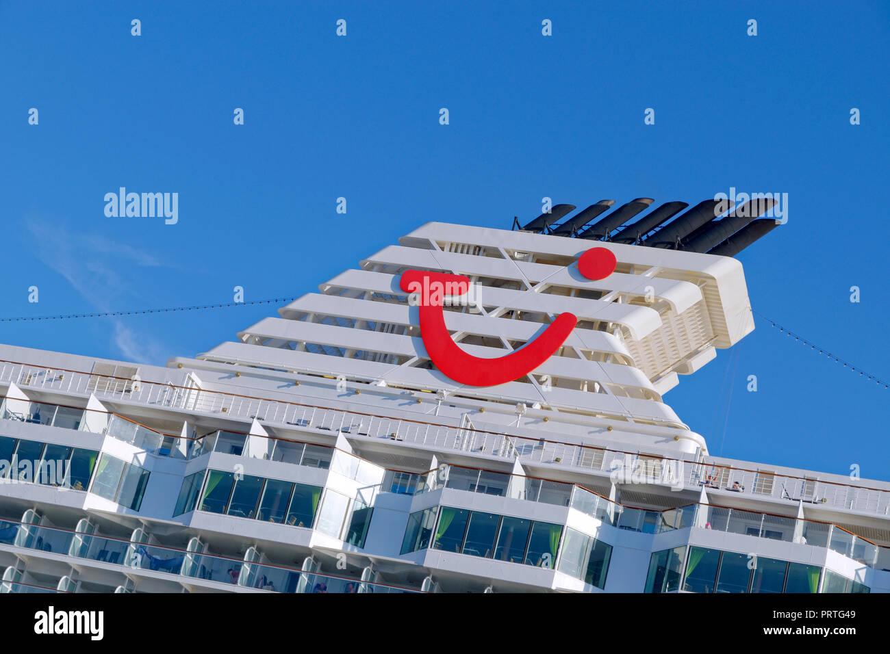 TUI Travel Company Logo auf die Struktur der TUI Kreuzfahrtschiff Trichter. Stockbild