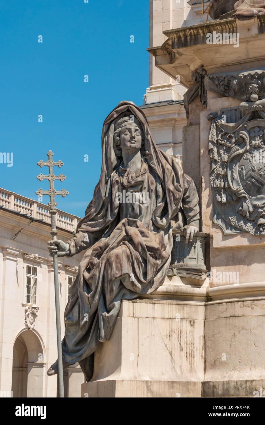 Allegorische Figur der Kirche, eines der allegorischen Figuren, Maria Immaculata Statue der Maria Immaculata Spalte, Domplatz, Salzburg umgeben, Austri Stockbild