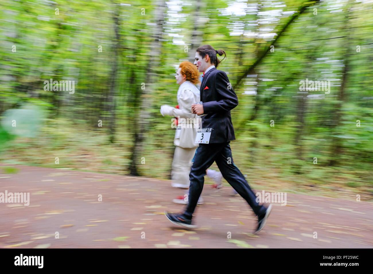 Moskau, Russland. Vom 6. Oktober 2018. Superhelden Rennen war in Sokolniki Park in Moskau statt. Mehr als 200 Personen gekleidet, wie Comics Superhelden im Park für 5 km Kredit ausgeführt haben: Marco Ciccolella/Alamy leben Nachrichten Stockfoto