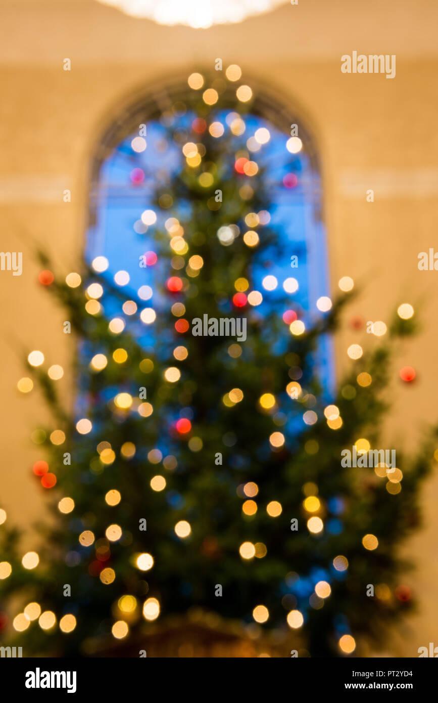Warum Wird Der Weihnachtsbaum Geschmückt.Weihnachtsbaum Geschmückt Lichter Blur Stockfoto Bild 221341600