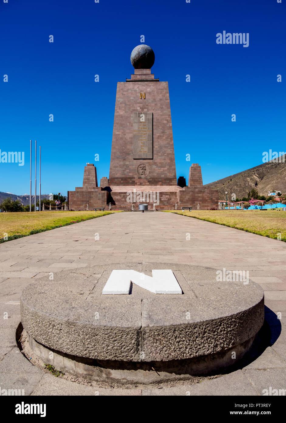 Denkmal Für Den äquator Ciudad Mitad Del Mundo Die Mitte Der Welt