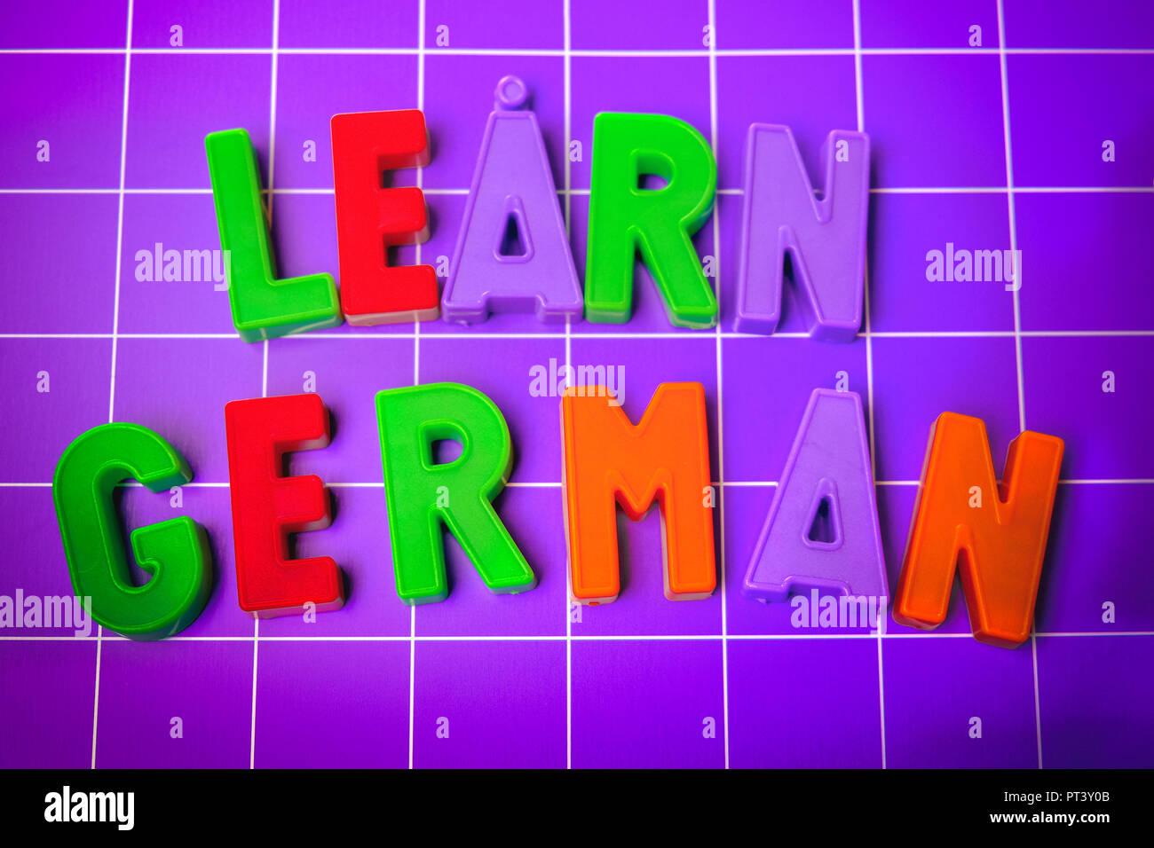 Deutsche Sprache Alphabet am Magneten Buchstaben lernen Stockbild