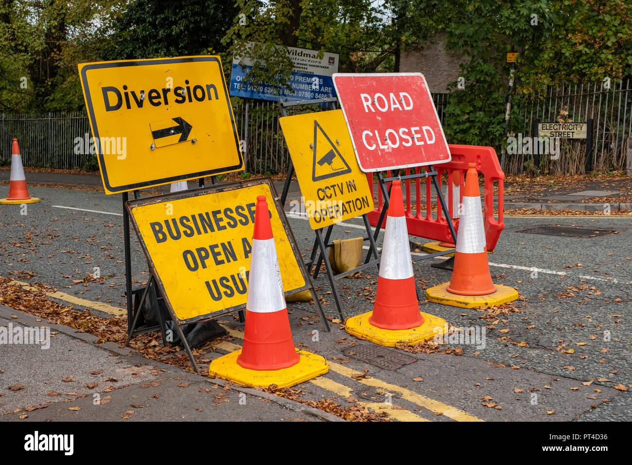 Viele Verkehrszeichen oder Informationen in Crewe, Cheshire Vereinigtes Königreich Stockbild