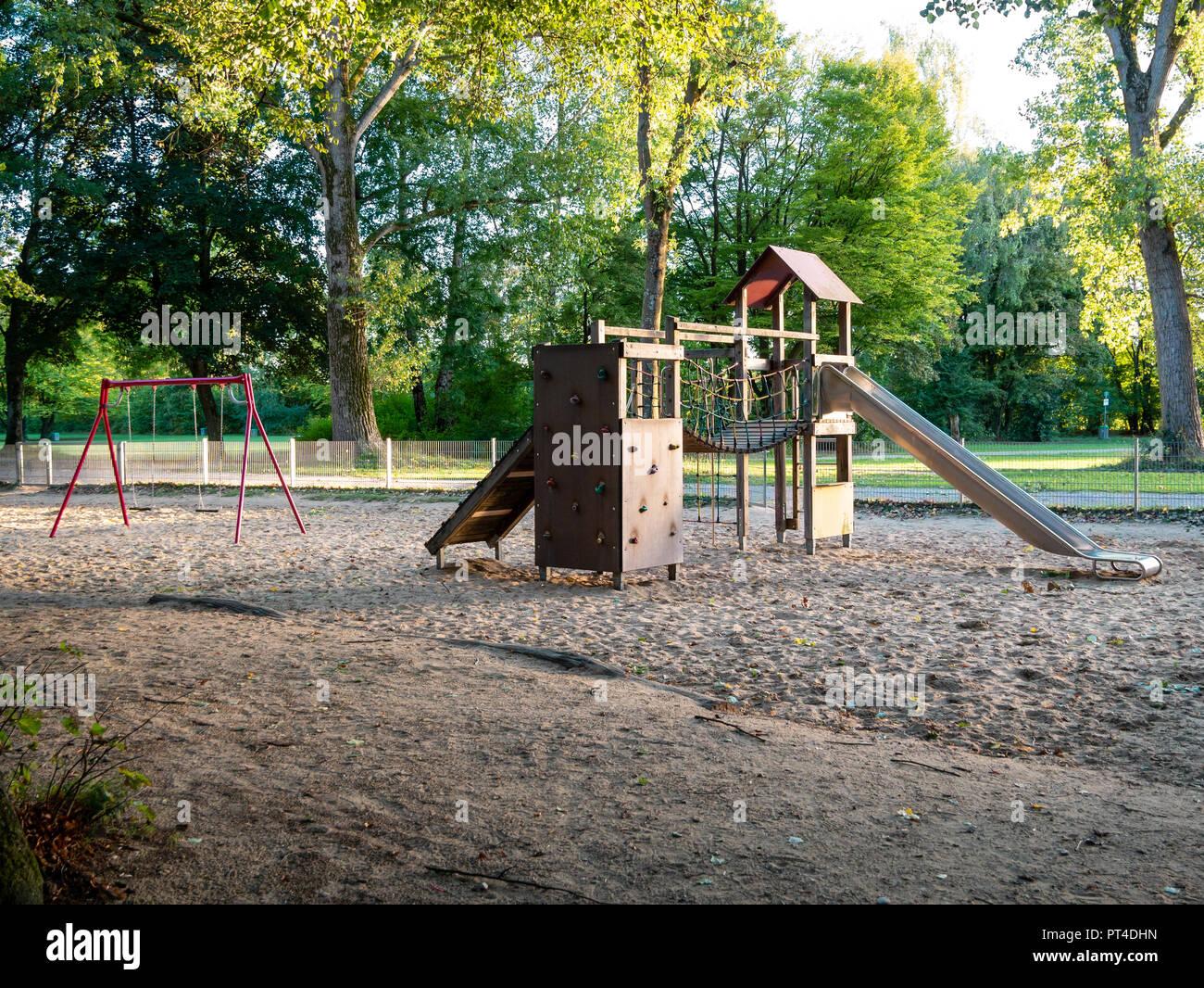 Außergewöhnlich Bild von Holz- Spielplatz auf sandigem Untergrund während der @EN_69