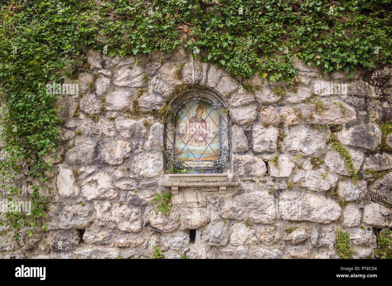 Wand Bildstock Wolfgang auf dem Pilgerweg von St. Gilgen nach St. Wolfgang, Österreich St. Stockbild