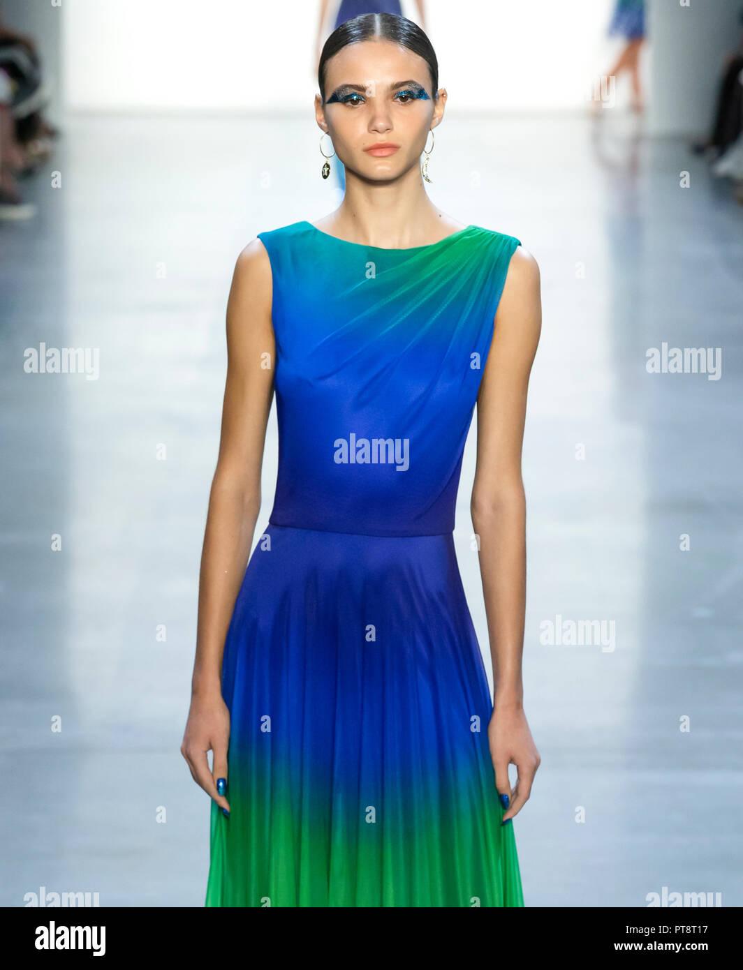 NEW YORK, NY-September 06, 2018: Lore Varga geht der Start- und Landebahn am Tadashi Shoji Frühling Sommer 2019 fashion show während der New York Fashion Week Stockbild