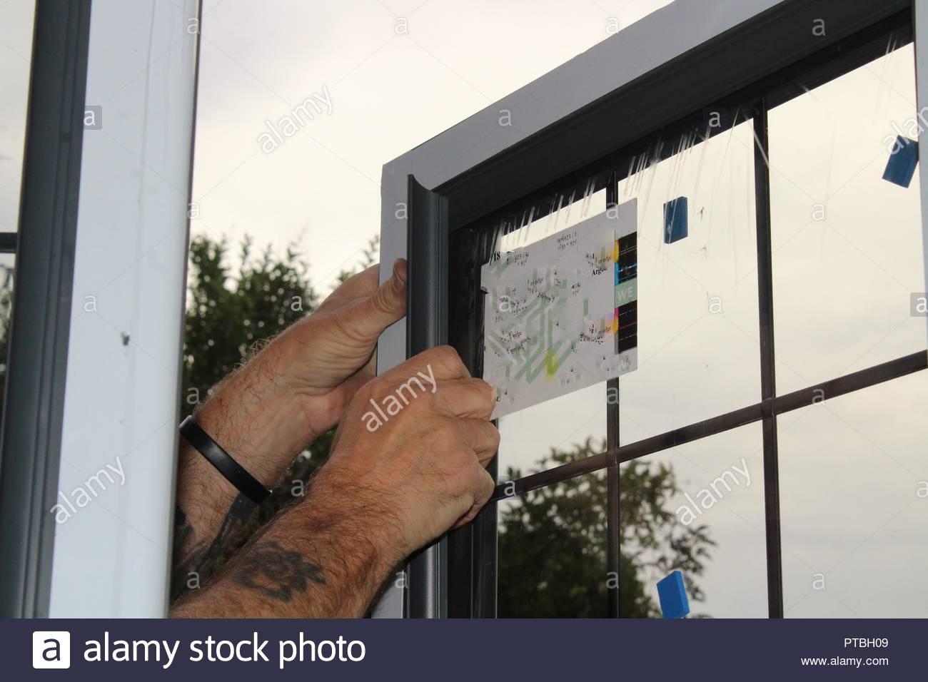Ein Fenster Austauschen Stockfoto Bild 221530969 Alamy
