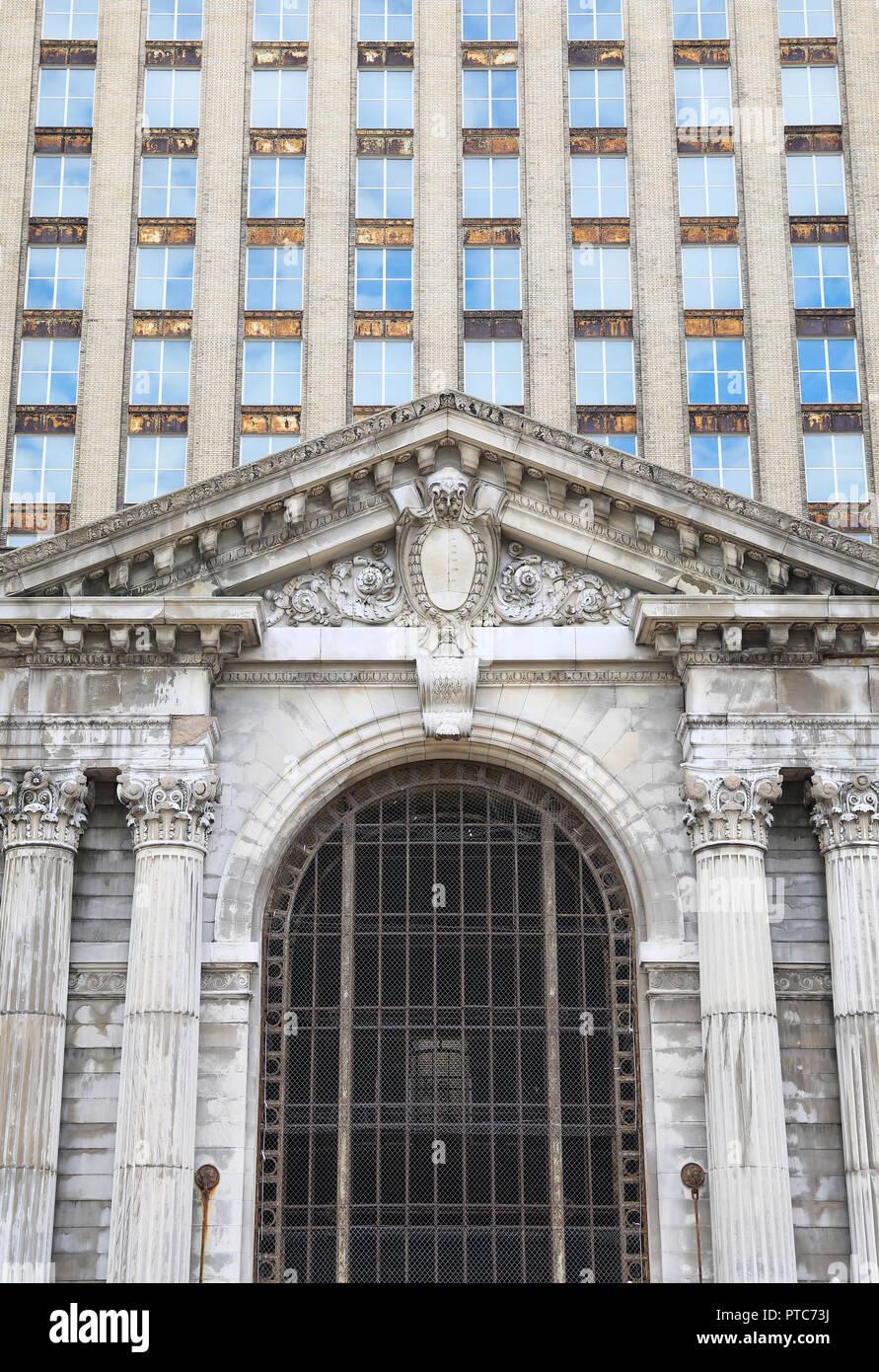 Die historische Michigan Central Station, 1988 geschlossen, und jetzt durch die Ford Motor Company für Restaurierung, in Corktown gekauft, in Detroit, Michigan, USA Stockbild