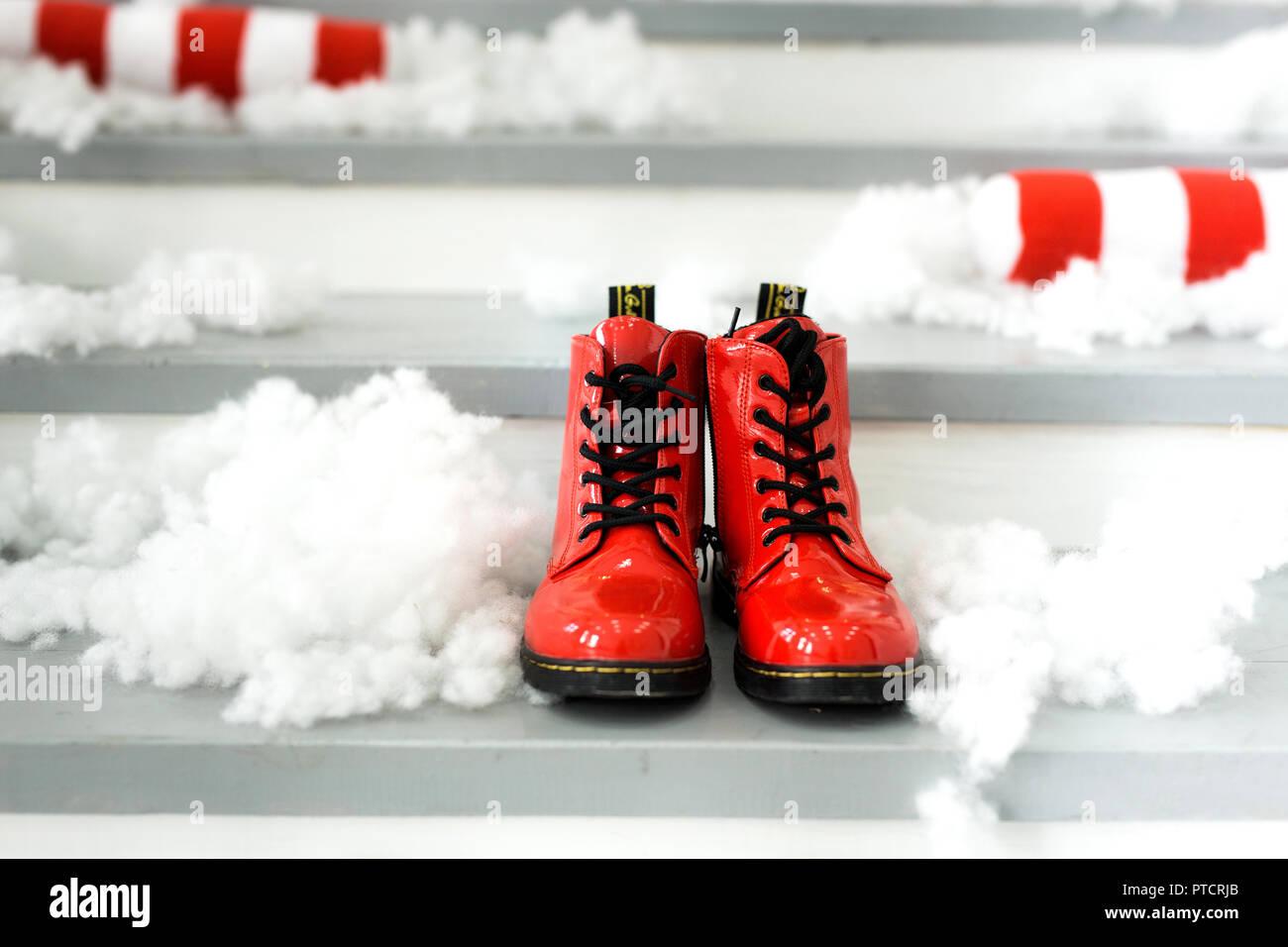 Christmas Elf Shoes Stockfotos & Christmas Elf Shoes Bilder - Alamy