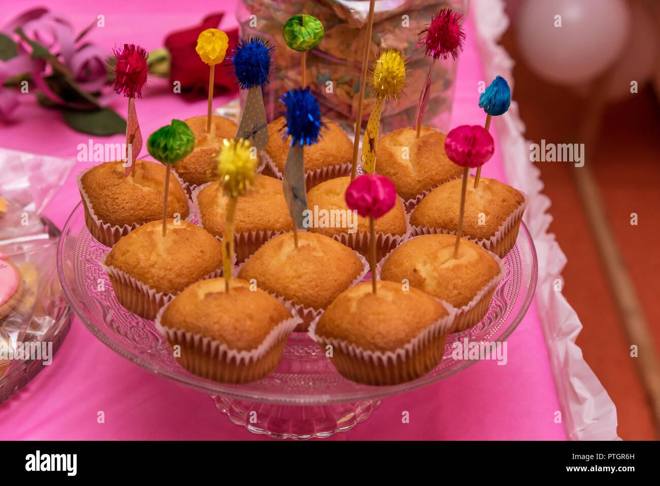 Essen Backen Und Urlaub Konzept Kleine Kuchen Oder Muffins Mit
