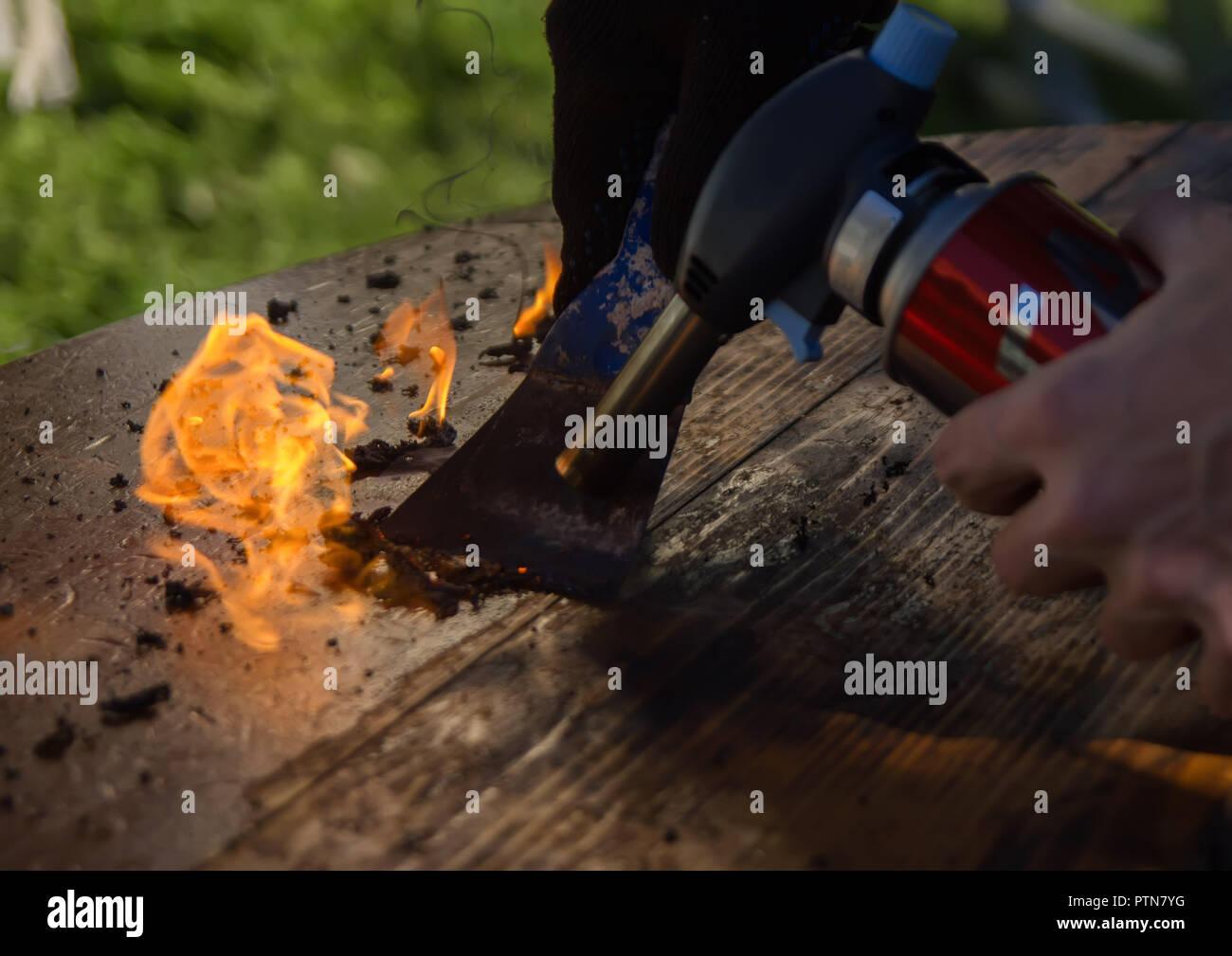 Reinigung Arbeitsplatte Aus Alten Lack Mit Feuer Holzbearbeitung
