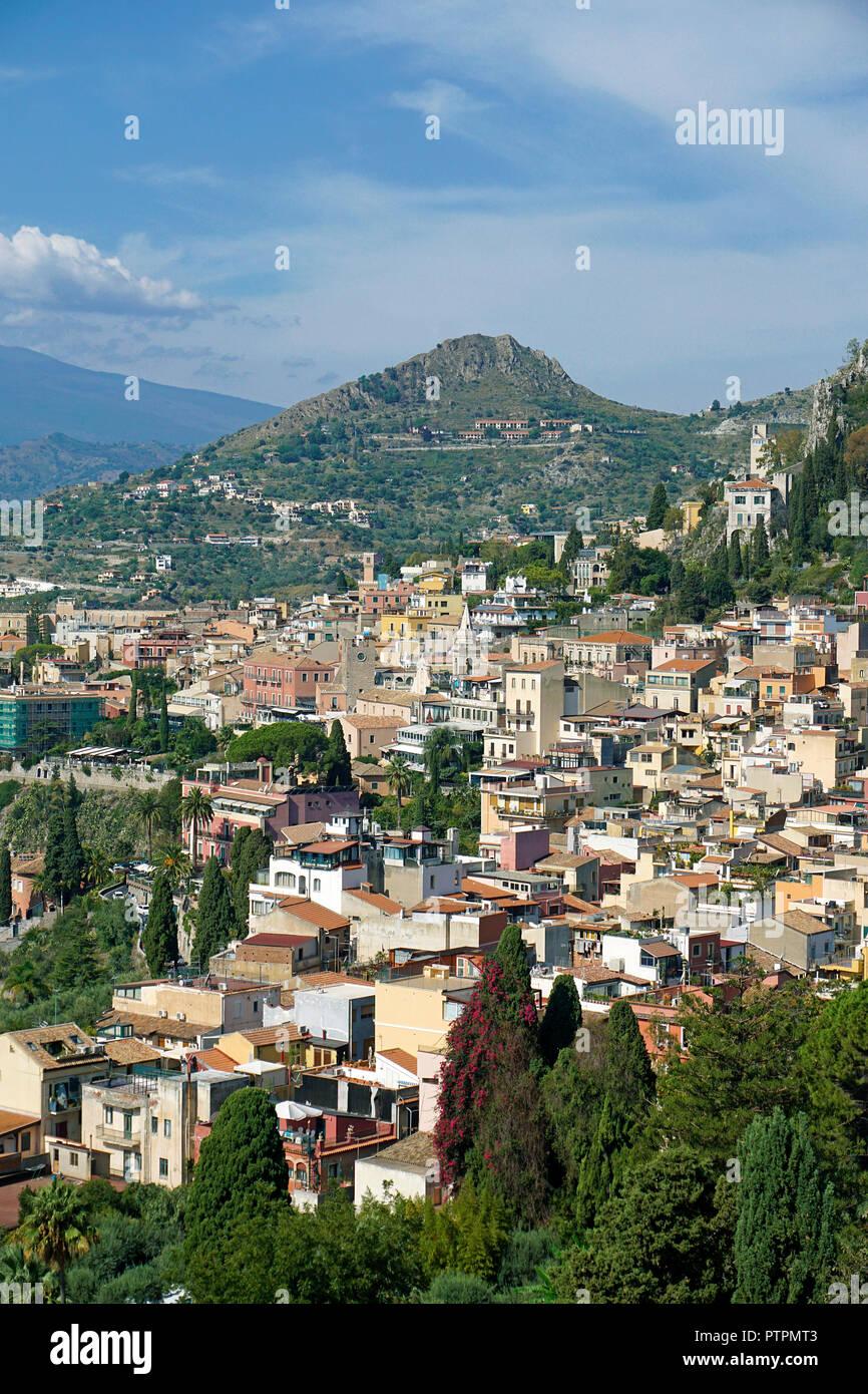 Herrliche Aussicht von der antiken griechisch-römischen Theater in Taormina, Sizilien, Italien Stockbild