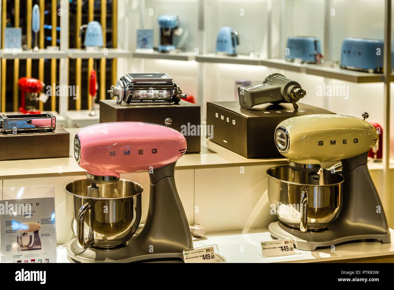 Smeg Kühlschrank Italia : Smeg stockfotos & smeg bilder seite 2 alamy