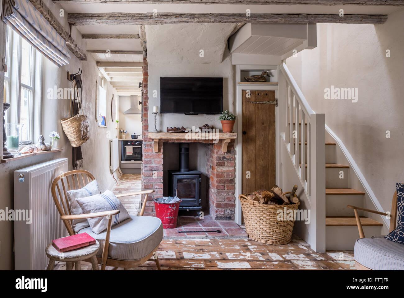 abisolierten ercol stil sessel und an der wand montierte. Black Bedroom Furniture Sets. Home Design Ideas