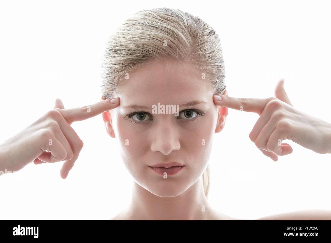 Junge blonde Frau hat eine Idee, die Frau hat eine Idee, schöne, helle, freundliche, Vertrauen, Zufriedenheit, süß, leicht, Gesicht, Finger, freundlich, verspielt, Stockbild
